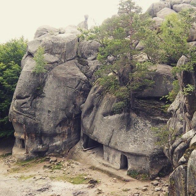 Галицький замок та Скелі Довбуша